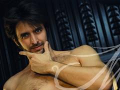 Parte del book de fotos de Willy, donde posa con el torso descubierto