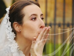 Novia lanzando un beso