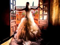 Fotos de boda, Lourdes y David. Fotógrafa: Lourdes Martín Montilla. Martinmontilla photography. Novia de espaldas en la ventana
